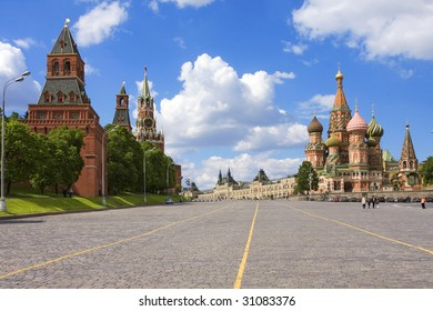 Kremlin, St. Basil Cathedral: red square, Moscow, Russia