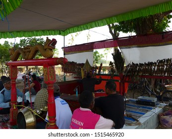 Nganjuk?indonesia-10252014: Krucil puppet show (puppets made from flattened wood usually tells the story of Panji) on October 25, 2014 in Nganjuk, East Java, Indonesia