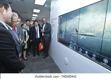 KUALA LUMPUR 02 OCTOBER 2017 : Minister of (MITI), Dato Sri Mustapa Mohamed, and President Honeywell, ASEAN, Brand Greer, visits to gelleries after Launch of The Honeywell Connected Experience.