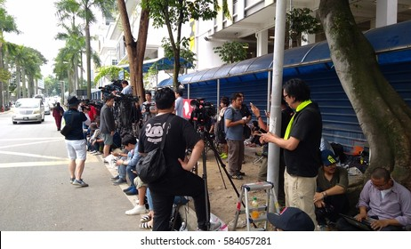 KUALA LUMPUR, 21 FEBRUARY 2017: Media personnel gather outside the morgue at Kuala Lumpur General Hospital, where the body of Kim Jong Nam is held for autopsy, in Malaysia.