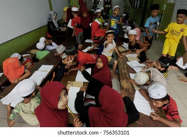 Kuala Lumpur - December 16th 2016, childrens of Rohingya on study  session at school provided by NGOs.  About 62,513 Rohingya people fled from Myanmar to Malaysia as of September 2017
