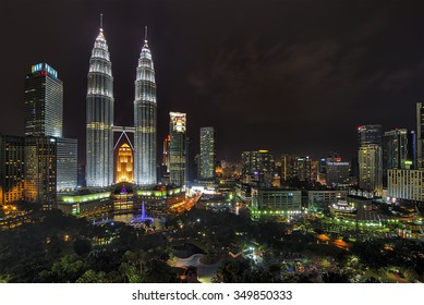 KUALA LUMPUR - DIS 10 : The Petronas Twin Towers on Disember 10 , 2015, in Kuala Lumpur, Malaysia are the world's tallest twin tower. The skyscraper height is 451.9m