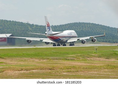 KUALA LUMPUR INTERNATIONAL AIRPORT (KLIA), SEPANG, MALAYSIA - APRIL 22: Malaysia Airlines plane Boeing 747-400 takes off at KLIA airport on April 22, 2006 in KLIA, Sepang, Malaysia.