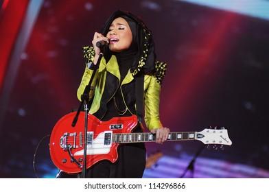 KUALA LUMPUR - JAN 29: Yuna performs during Anugerah Juara Lagu 26 (AJL) on Jan 29, 2012 in Kuala Lumpur, Malaysia. AJL is an anual musical and lyric composition competition in Malaysia.
