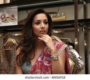 KUALA LUMPUR - JANUARY 24:Indian model and actress Malaika Arora Khan at the launch of Mumbai Se's first boutique outlet in Malaysia January 24, 2007 in Kuala Lumpur, Malaysia.