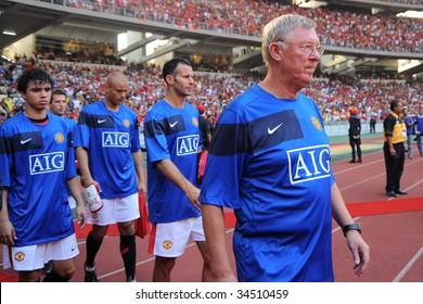 KUALA LUMPUR - JULY 18, 2009 : Manchester United team before friendly match against Malaysia XI team at National Stadium July 18, 2009 in Kuala Lumpur.