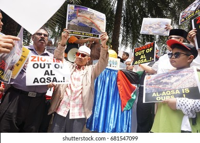 """KUALA LUMPUR, MALAYSIA - 21 July 2017:Protesters gather to protest the closure of Al-Aqsa Mosque and holding banners Save Palestine """"Free Al-aqsa"""" against Israeli Government's at Tabung Haji Building"""