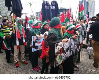 KUALA LUMPUR, MALAYSIA - 23rd June 2017 -Protesters seen holding banners as they stage a demonstration against Israeli Government's violation over Al-Aqsa Mosque. Hundreds march outside the US embassy