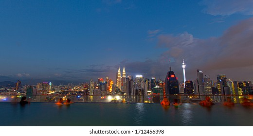 KUALA LUMPUR, MALAYSIA - 24 January 2020 : City skyline at famous rooftop swiming pool at evening , with night city Kuala Lumpur, Malaysia