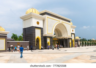 KUALA LUMPUR, MALAYSIA - 31 OCT 2014: Main gate in National Palace (Istana Negara) in Kuala Lumpur Malasia