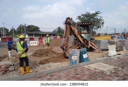 KUALA LUMPUR, MALAYSIA -APRIL 16, 2019: Excavators machine is heavy construction machine used to excavate soil and lifting material. Powered by the long hydraulic arm with a bucket.
