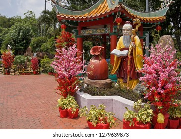 KUALA LUMPUR, MALAYSIA — APRIL 5, 2018. A beautiful pavilion and garden decorated with flowers and statues stands at the entrance to Thean Hou Buddhist temple, dedicated to the goddess Tian Hou.