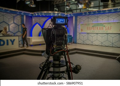 KUALA LUMPUR, MALAYSIA - JANUARY 16 2017 : Television camera on the set during live show in Tv Alhijrah.