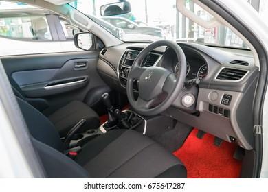 2017 Mitsubishi Asx Images, Stock Photos & Vectors
