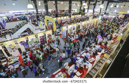 KUALA LUMPUR, MALAYSIA - MAC 12, 2016 : People are looking for the best and cheap vacation packages during MATTA Fair.