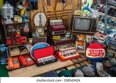 KUALA LUMPUR MALAYSIA - March 13, 2016 - Vintage items at market is also the hunting ground for avid vintage item collectors.