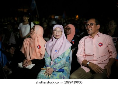KUALA LUMPUR, MALAYSIA - MAY 08, 2018 : PKR President, Wan Azizah (C) a candidate for Pakatan Harapan in Pandan Parliament (P100) meet supporters during a campaign ahead of 14th general election.
