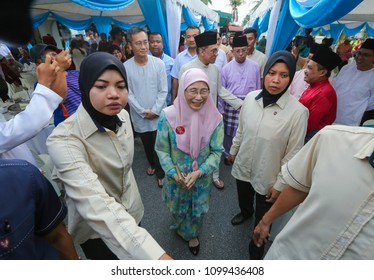 KUALA LUMPUR, MALAYSIA - MAY 27, 2018 : Deputy Prime Minister of Malaysia, Wan Azizah Wan Ismail and her husband, founder of the People's Justice Party (PKR), Anwar Ibrahim.