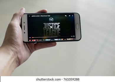 KUALA LUMPUR, MALAYSIA - NOV 23TH, 2017: Justice League movie trailer on Youtube.Justice Leagueis a 2017 Americansuperhero filmbased on theDC Comicssuperheroes. Distributed by Warner Bros.