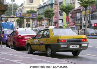 Kuala Lumpur, Malaysia, November 2015 - Taxi que at jalan pudu