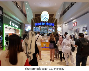 Kuala Lumpur, Malaysia. November 9, 2018. Patrons queuing in front of the famous hand-made pretzel, Auntie Anne's kiosk at Suria Mall KLCC during lunch hours