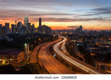 Kuala Lumpur, Malaysia - Oktober 19 2015: Kuala Lumpur city skyline during a beautiful sunset.