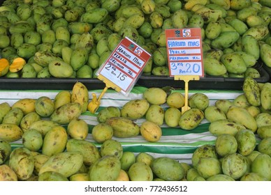 KUALA LUMPUR, MALAYSIA -SEMPTEMBER 09, 2017: Green and yellow mango fruits are displayed on the shelves. The mango is fresh from the farms and ready to eat.