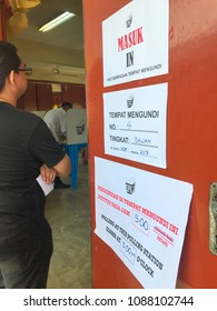 KUALA LUMPUR, MALAYSIA-MAY 9, 2018 : Unidentified Malaysians queue to cast their vote at a local school. Najib's  National Front party was defeated by Pakatan Harapan lead by Tun Mahathir Mohamad.