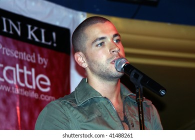 KUALA LUMPUR - NOVEMBER 16:  English pop singer Shayne Ward performs at a Tattle Life launch event November 16, 2006 in Kuala Lumpur, Malaysia.
