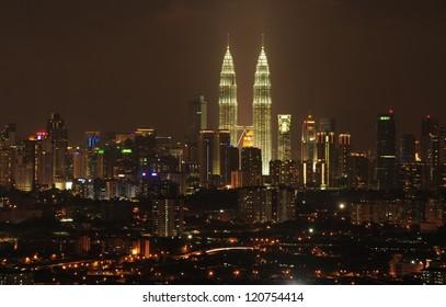 Kuala Lumpur twin tower at night