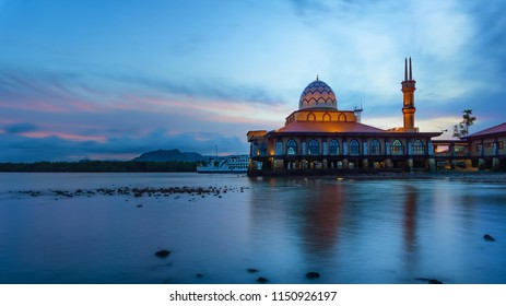 KUALA PERLIS,PERLIS-AUGUST 2 2018:The mosque of Al-Hussein located at Kuala Perlis is one of place of attraction of people when visit Perlis state.