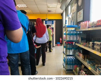 KUANTAN, MALAYSIA - FEBRUARY 8, 2018 : People que or line up waiting to withdraw money from Automated Teller Machine (ATM) in Shell Select