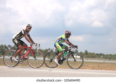 KUANTAN - MARCH 25: unidentified cyclists in action during Kuantan160 on March 25, 2012 in Kuantan, Pahang, Malaysia. KUANTAN160 is a non-profit, non-race 160KM bicycle ride around Kuantan City.