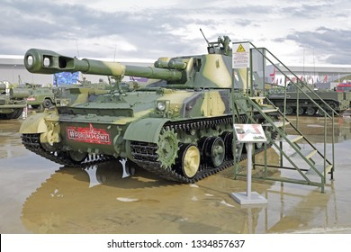 """KUBINKA, MOSCOW OBLAST, RUSSIA - AUG 21, 2018: The 2S3M """"Akatsiya"""" is a Soviet 152.4 mm self-propelled howitzer at the International military-technical forum ARMY-2018 in military Park """"Patriot"""""""