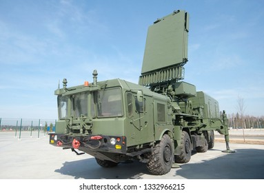"""KUBINKA, MOSCOW REGION, RUSSIA - April 13, 2016 : Russian radar station-all-high detector 96L6E in the new Park """"Patriot"""""""