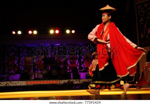 Kuching Malaysia May 14 Artists Indigenous Stock Photo Edit Now 77391424