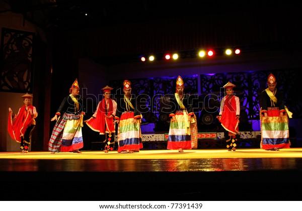Kuching Malaysia May 14 Artists Indigenous Stock Photo Edit Now 77391439