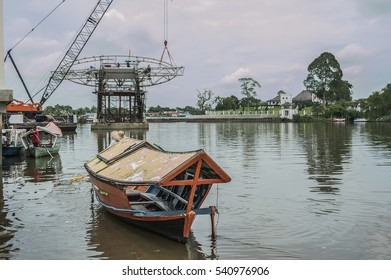"KUCHING, SARAWAK - November 23, 2016: A visit to Kuching is never complete without a stop to the waterfront. The ""bot tambangâ?� or â??water taxiâ?� on the Sarawak River is an icon of Kuching, Sarawak."