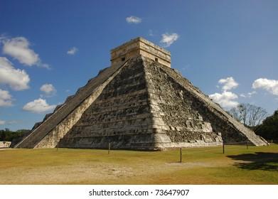 Kukulkan mayan pyramid at Chichen Itza