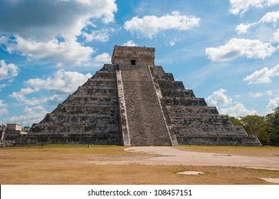 Kukulkan Pyramid at Chichen Itza on the Yucatan peninsula, Mexico