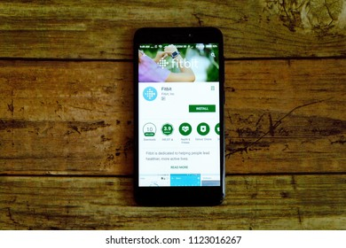 KULIM,MALAYSIA - JUNE 26TH,2018 : Fitbit application on an android Google Play Store.