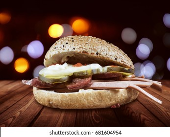 Kumru is the latest hit from Turkey. He is also soon to replace the kebab and he is also quite popular in Berlin. Kumru consists of meat noodles and a certain type of bread with chickpeas.