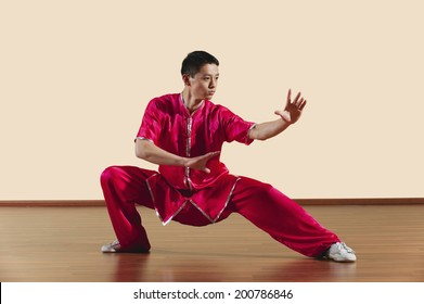 Kung Fu Baguazhang Ban mabu tuizhang jungen Mann praktizieren Kampfkunst