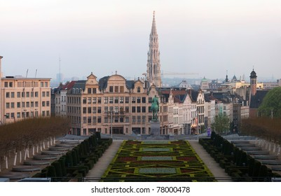 The Kunstberg or Mont des Arts is a historical site, which gives away one of the finest views of the Brussels' skyline.