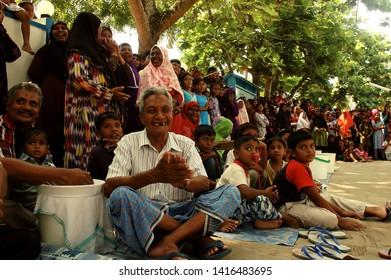 KURENDHOO, MALDIVES - 20/12/2007: People of Kurendhoo celebrating Eid