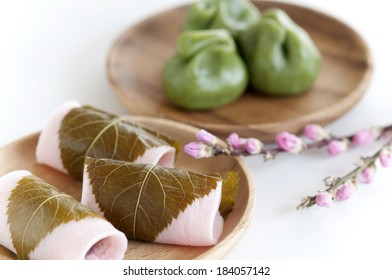 Kusamochi and bean paste rice cake wrapped in a cherry leaf