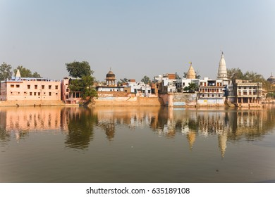 Kusum Sarovar Govardhan Mandir. This lake is one of the most visited places in Mathura. Next to it there are numerous temples and ashrams. Uttar Pradesh, India.