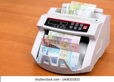 Kuwaiti Dinar in a counting machine