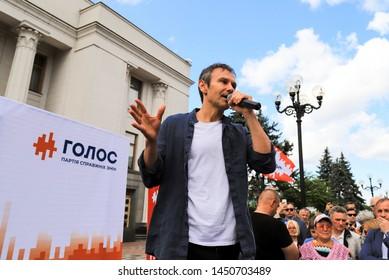 Kyiv city, Ukraine, 28 06 2019. Svyatoslav Vakarchuk, famous Ukrainian singer, leader of the party Voice, speaks at a pre-election rally near the Verkhovna Rada, the Ukrainian parliament in Kiev