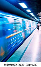 Kyiv Subway on approach.  Incorrect white balance